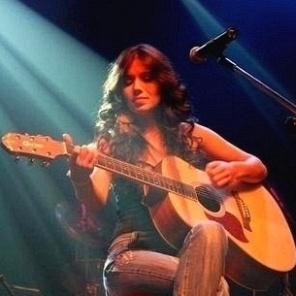 A cantora Paula Fernandes em apresentação