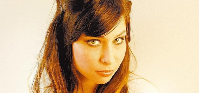 A cantora baiana Pitty, posa para foto (08/06/2009)