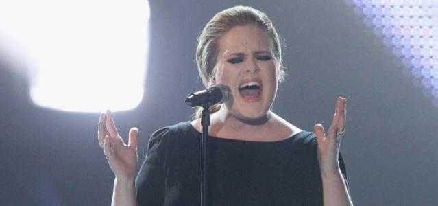 A cantora Adele se apresenta em premiação em Berlim, Alemanha (24/03/2011)