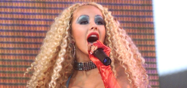 Christina Aguilera canta em Los Angeles (17/06/2001)
