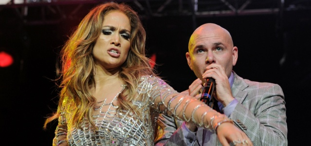 Jennifer Lopez e Pitbull em show na Califórnia (14/05/2011)