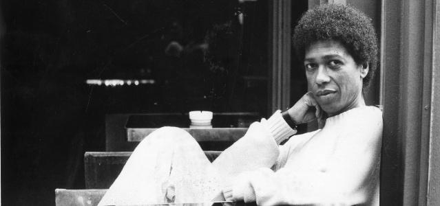 O cantor e compositor Djavan em foto de 1986