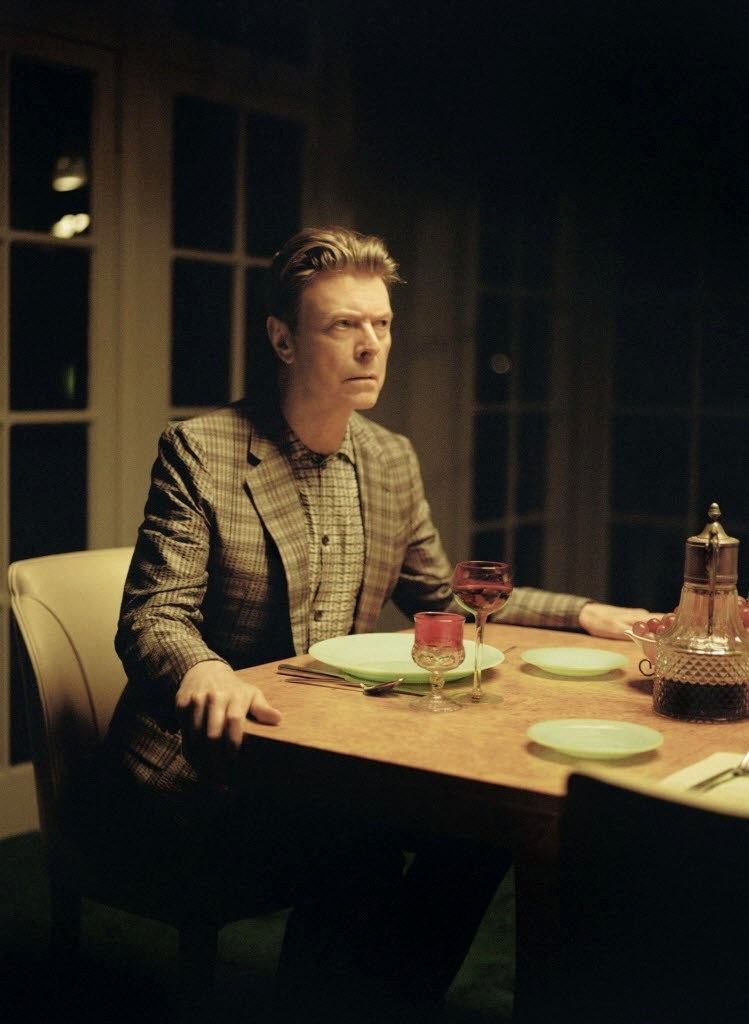 David Bowie em cena do clipe da canção