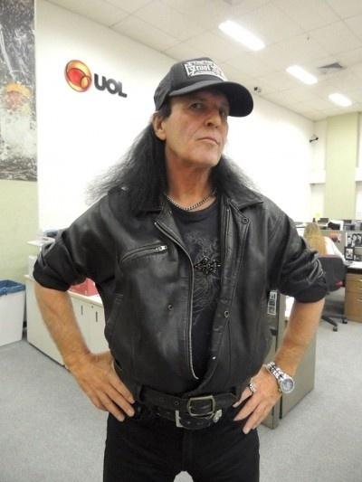 Dave Evans, primeiro vocalista do AC/DC, no UOL