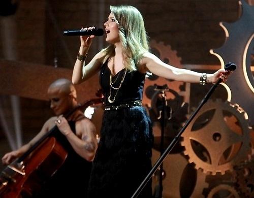 14.nov.2015 - Sandy grava DVD em show no teatro Municipal de Niterói, no Rio