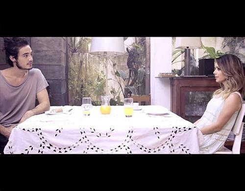 Tiago Iorc e Sandy em cena do clipe